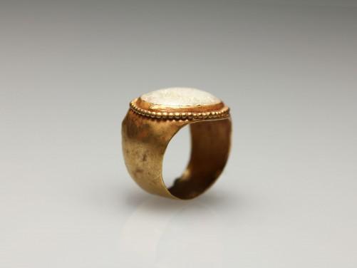 Roman Gold-Glass Finger Ring