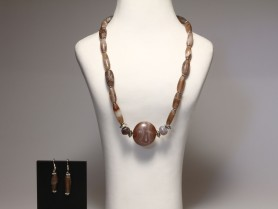 Near Eastern Agate Necklace with Earrings